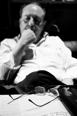 El inefable, meditabundo. Foto rescatada de www.heliovera.com