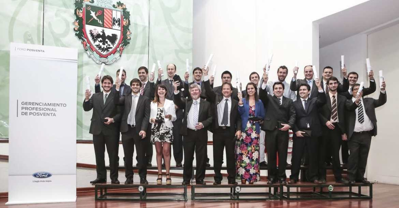 ford_celebro_junto_a_los_graduados_del_programa_gerenciamiento_profesion.jpg