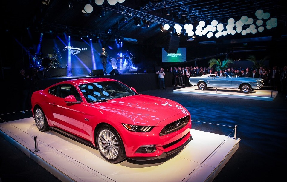 ford_mustang_hall_1.jpg