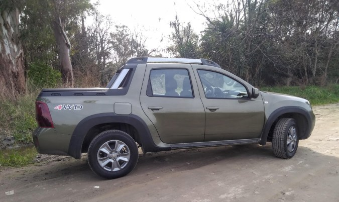 Duster_Oroch_4x4_lateral