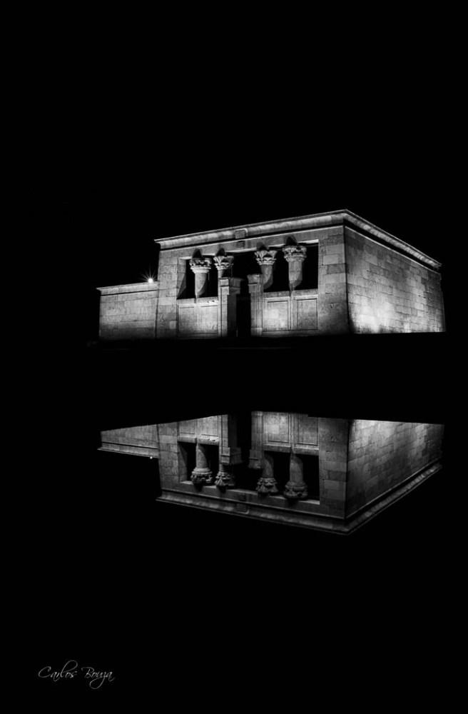 Fotografía nocturna del Templo de Debod