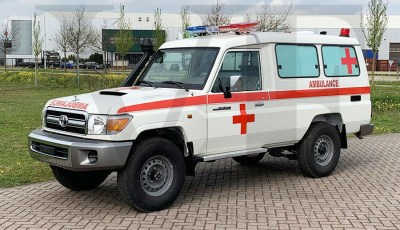 Toyota Landcruiser VDJ78 Ambulancia