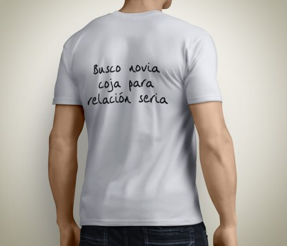 Camiseta con meme novia soltero