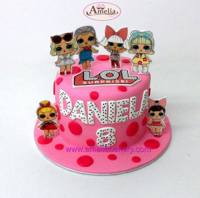 Tarta fondant muñecas LOL con Oblea
