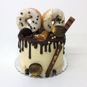 Pastel Kinder Drip Cake con Donuts, kinder, Oreo