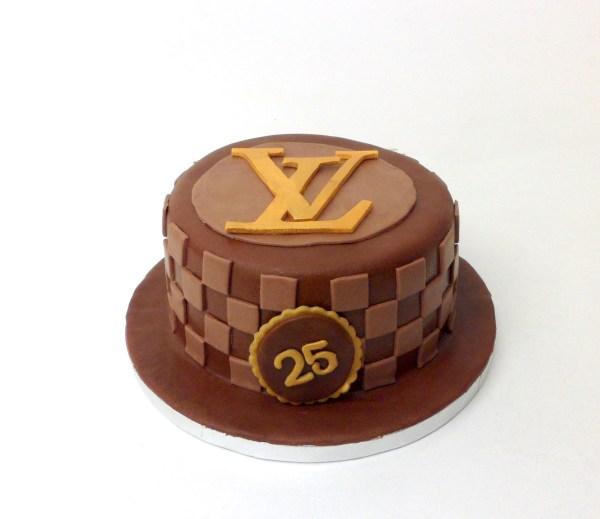 Tarta Fondant Louis Vuitton Logo Amelia Bakery www.tiendaonline.ameliabakery.com