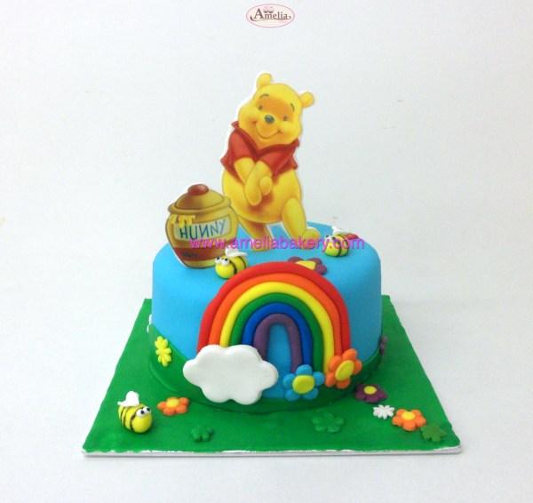 Tarta Fondant Winnie the pooh oblea 3d con arcoiris