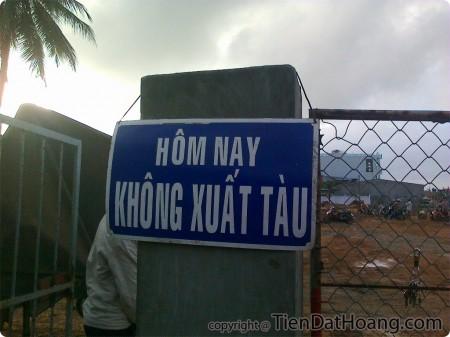 Tấm biển ghi nhớ sự không thành công của chuyến đi.