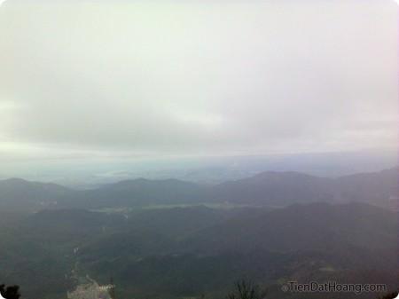 Khung cảnh núi non từ trên núi Yên Tử