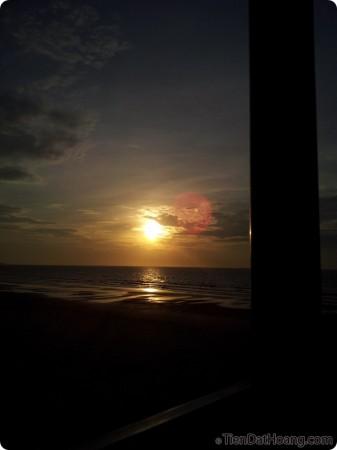 Một góc nhìn khác, ở một vị trí cao hơn, cảm giác như đang uống trà chờ mặt trời lên