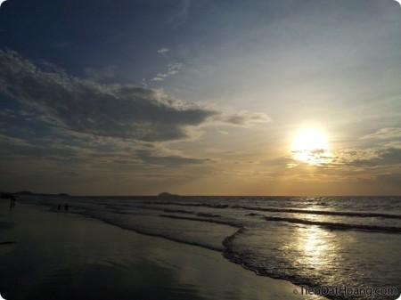 Ồ, biển trời… như quện vào nhau!