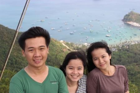 Nụ cươi tươi rói trên ngọn hải đăng.