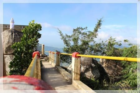 Đường đến đỉnh Núi Cấm.