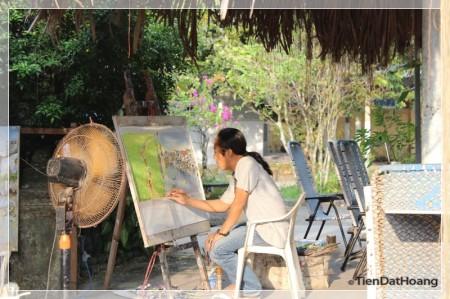 Vẽ tranh cùng với ánh nắng xế chiều.