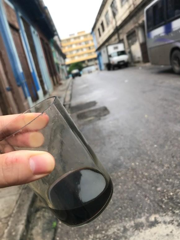 Ly cà phê giá 1k VND.