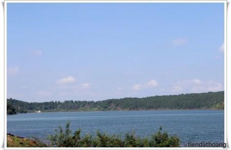 Biển hồ T-nưng - đôi mắt Pleiku.