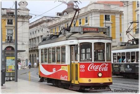 Tram cổ - phương tiện tiêu biểu ở Lisbon.
