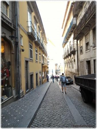 Con đường nhỏ nhắn của Porto.