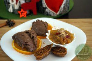 Lebkuchen-Chia-Mousse mit Weihnachtsgrütze