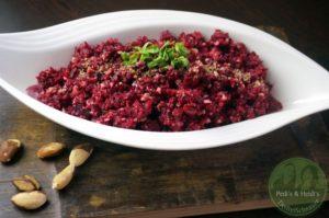 Rohkost-rote Beete-Apfel Salat mit Pekannüssen
