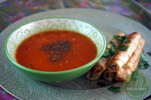 Domatesli Arpa Şehriye Çorbası – Tomatensuppe mit Reisnudeln
