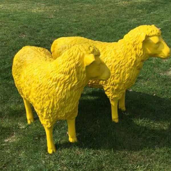 Zwei Deko Schafe
