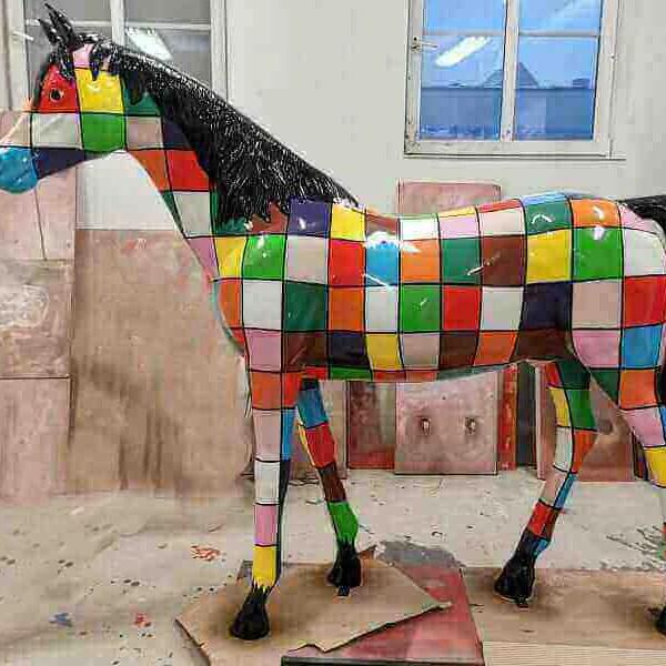 werkstatt deko pferd aus gfk