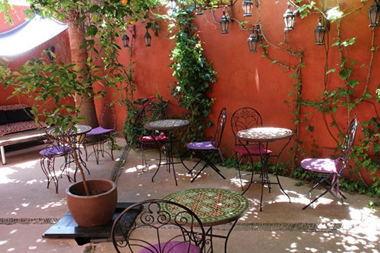 Tijdens je stedentrip in Extremadura logeer je in Cáceres in een hotel met een bijzondere theetuin