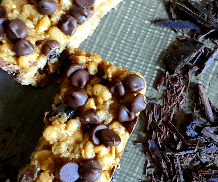 2 Rice Krispie cereal bars with chocolate chips in a plate