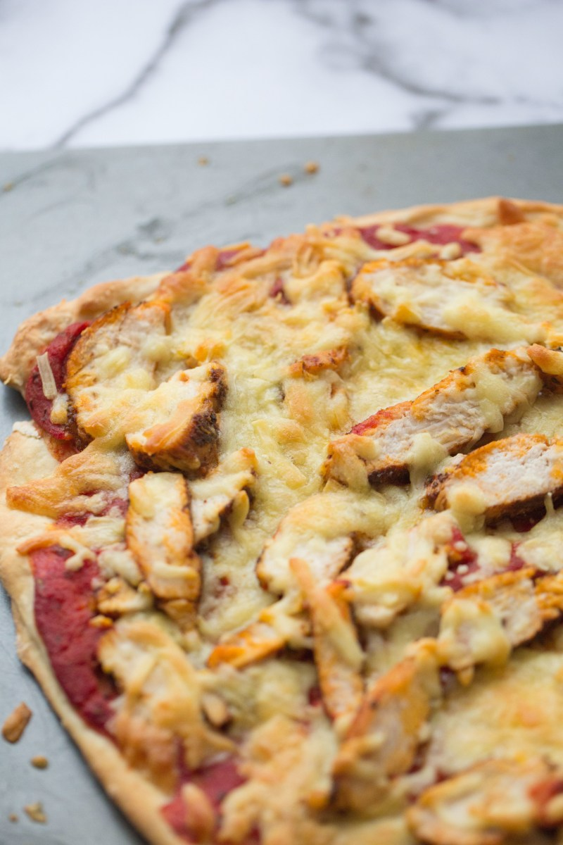 Gluten free Pizza with chicken and cheese