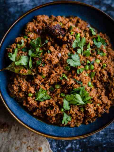 Keema Matar in bowl with roti to side