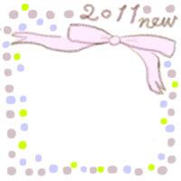 フリー素材:バナー広告・アイコン:200pix;大人かわいいピンクのリボンと2011とnewの手描き文字とカラフルな水玉の飾り枠のwebデザイン素材