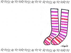ナチュラルなピンクのストライプ柄の靴下と星のかわいいフレームのフリー素材:640×480pix