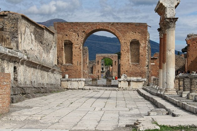 best way to see italy in a week pompeii
