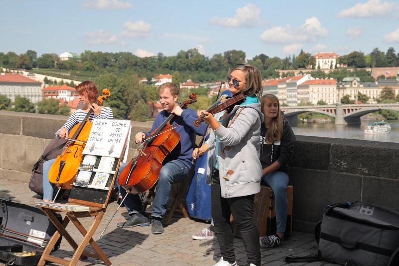 Prague walking itinerary street musicians