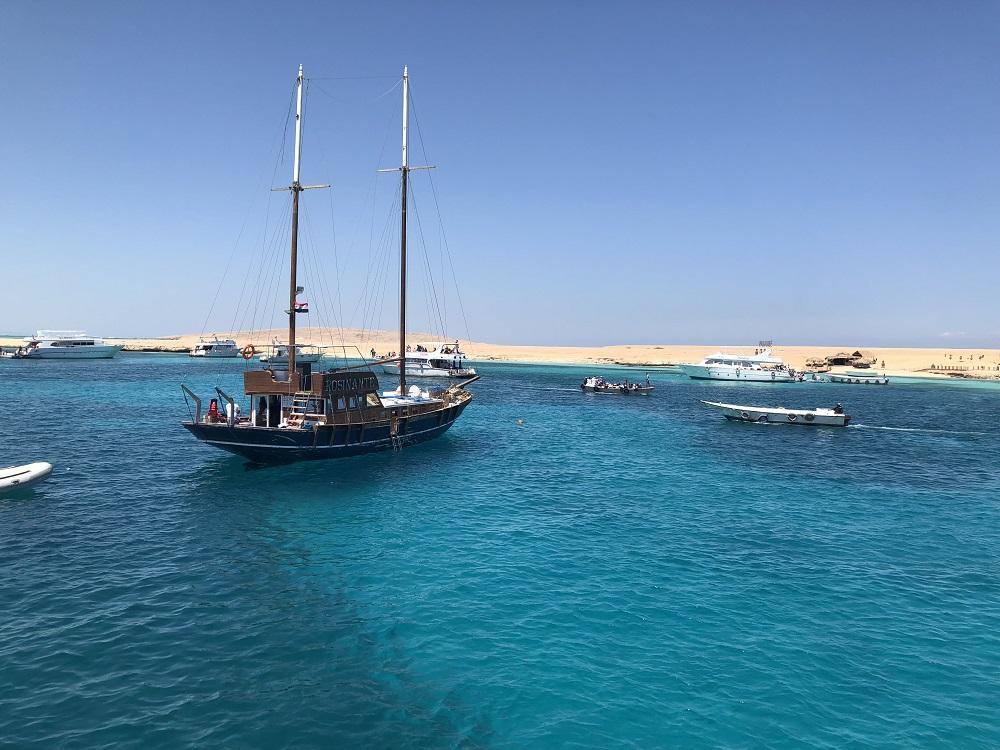 Hurghada snorkeling tour - paradise beach