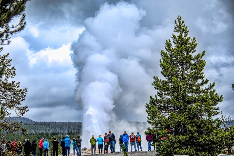 Yellowstone Itinerary 4 days old faithful