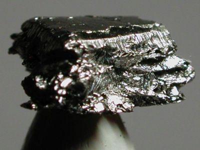 خصائص معدن الإيريديوم  Iridium واستخداماته وآثاره الصحية والبيئية