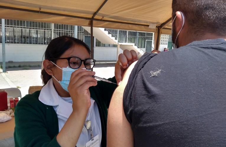 Algunos migrantes se vacunaron gracias a donativo de Biden
