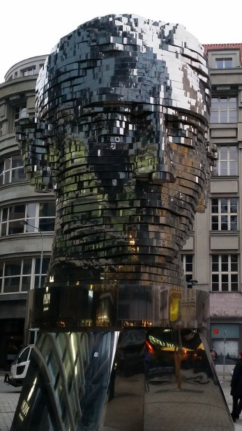 Praag (61) - Roterend Kafka Hoofd