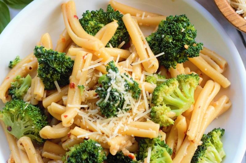 Garlic Sauce Pasta with Broccoli