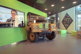 InnoOmnia Info Desk in a Land Rover