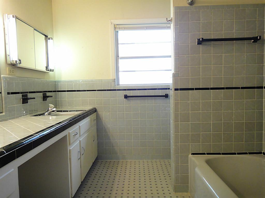 25 Amazing Ideas And Pictures Of Vintage Hexagon Bathroom Tile