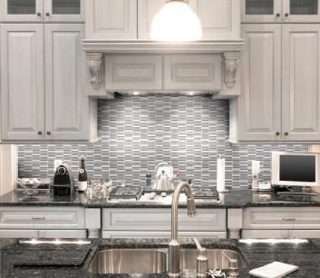 Jeffrey Court Duality Transitional Taupe Perfecta Blend installed as a kitchen backsplash
