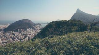 Blick auf die Jesus-Christus-Erlöser-Statue in Rio de Janeiro