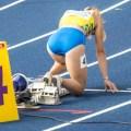 Kvinnelig sprinter på startstreken