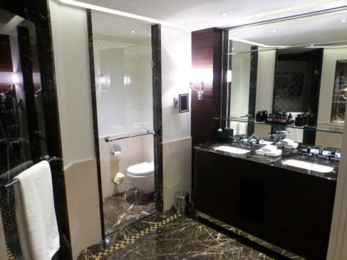 Prince de Gaulles Macassar Suite - WC and Vanity