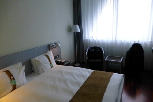 Holiday Inn Bern-Westside Bed and Seating Area