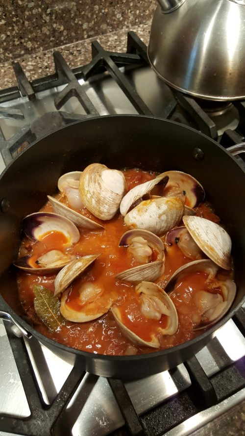 The clams open quite quickly when the lid is secured - trapping in the steam.