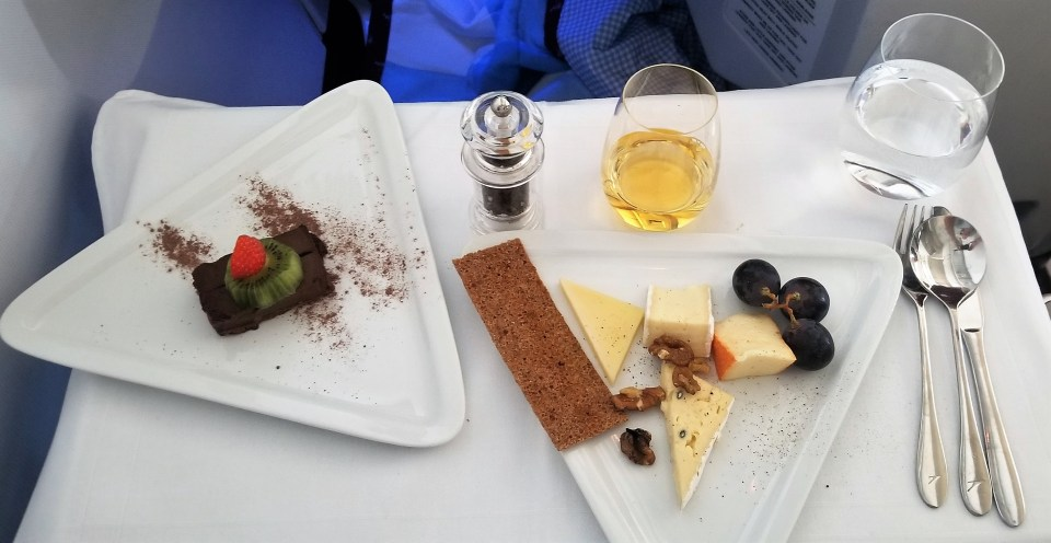 "Catering on Austrian Airlines - Cheese and ""Exotic Fruits"" from the Trolley"